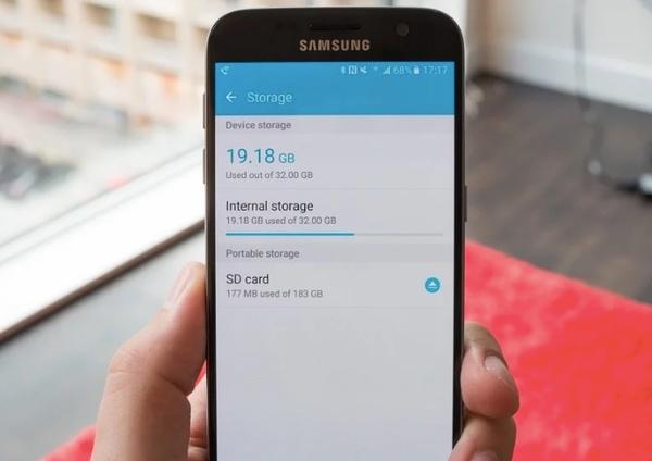 Flyt de valgte billeder og mapper fra intern opbevaring til SD-kort på Samsung