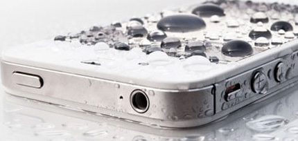 將iPhone掉入水中